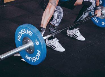 Jakie są korzyści z chodzenia na fitness?
